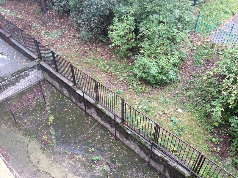 Nátěry zábradlí (lodžie, balkóny) a kovového plotu (dvůr) : IMG_0873