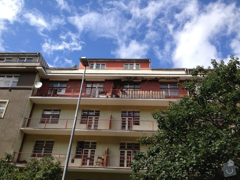 Nátěry zábradlí (lodžie, balkóny) a kovového plotu (dvůr) : IMG_0631