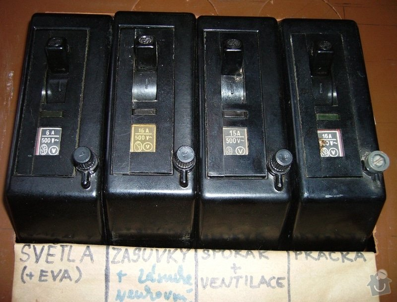 Oprava závady elektrorozvodů v rodinném domku: podruzne_jistice