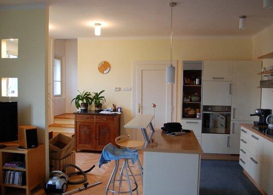 Malování (1 obývák + předsíň, záchod a koupelna)