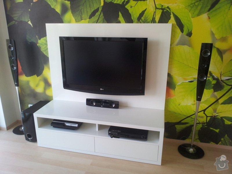 Víte kam chodí televize spát? TV PANEL/HIFI Stůl: 20120905_145500