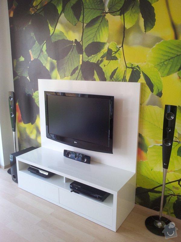 Víte kam chodí televize spát? TV PANEL/HIFI Stůl: 20120905_145516