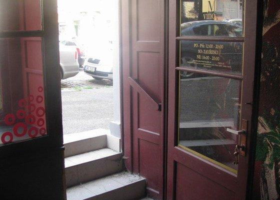 Oprava rámu dřevěných dveří ve výkladci, oprava dřevěného výkladce