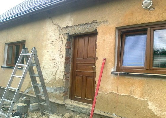 Zateplení, fasáda, obkopání domu, parapety, elektroinstalace