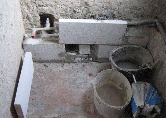 Stavební práce a instalatérské práce (obklady, dlažba, připojení WC a umyvadla)