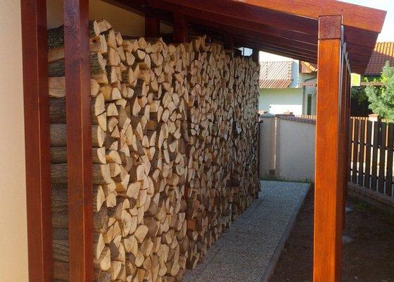 Přístřešek na dřevo