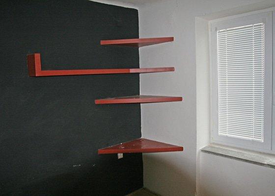 Odstranění poliček, tapet a skobiček ze stěn