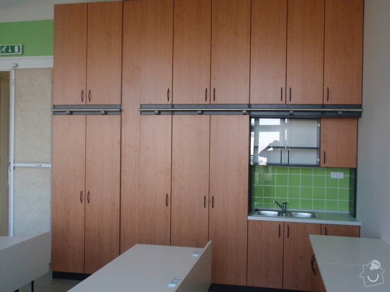 Kancelářský nábytek: KarlovaUniverzita_281