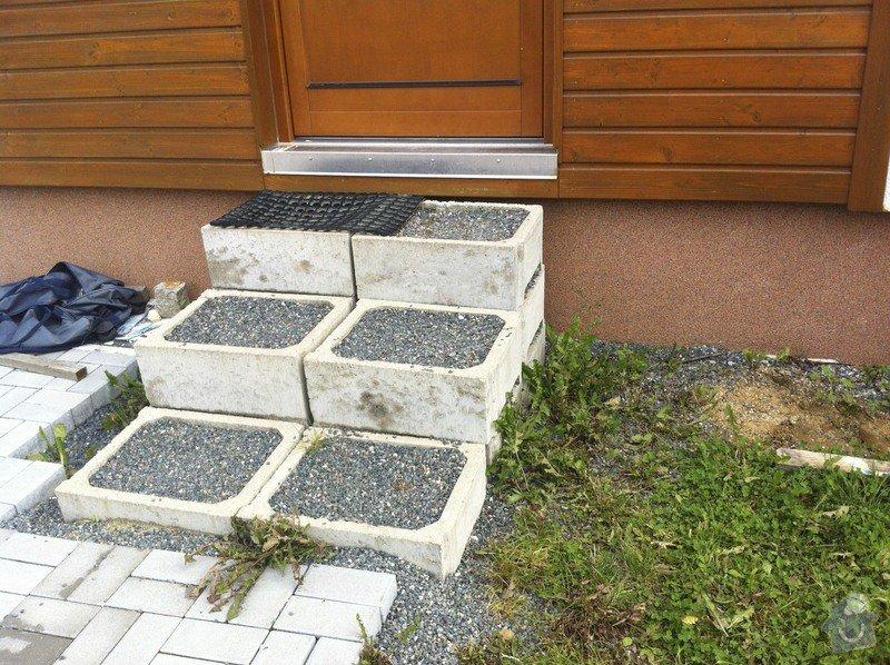 Dokončení zámkové dlažby + vstupní schodiště: IMG_1940