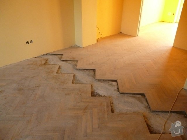 Dokládka dřevěné parketové podlahy: P1020179