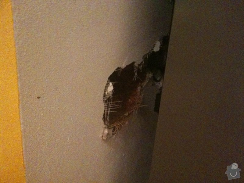 Zazdění díry ve zdi, oprava obkladů v koupelně: kuchyne