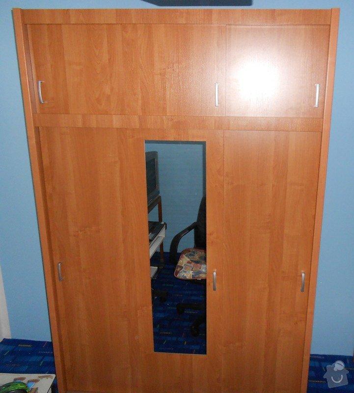 Montáž šatní skříně: dvere_a_satni_skrin_047