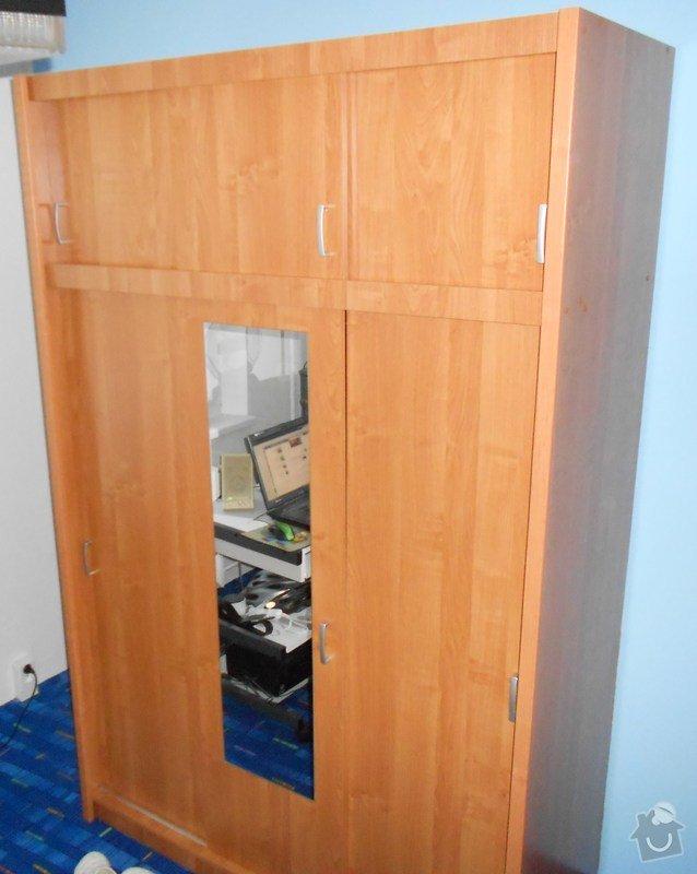 Montáž šatní skříně: dvere_a_satni_skrin_048
