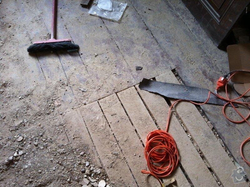 Pomocné práce při bytové rekonstrukci.: Uvodni_stav_po_odstraneni_OSB_desek_a_linolea