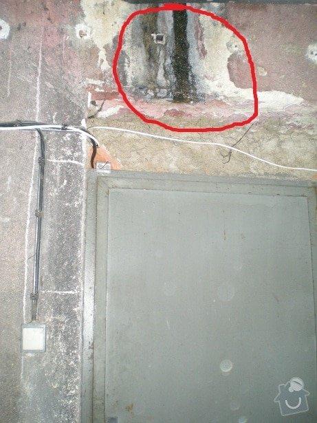 Oprava střechy činžovního domu v Praze: puda_2_u_dveri_do_dum_7