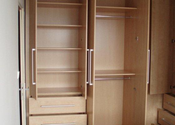 Atypické vestavěné skříně do ložnice