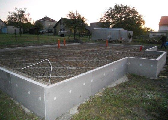 Kompletní stavba základové desky cca 100m čtverečních