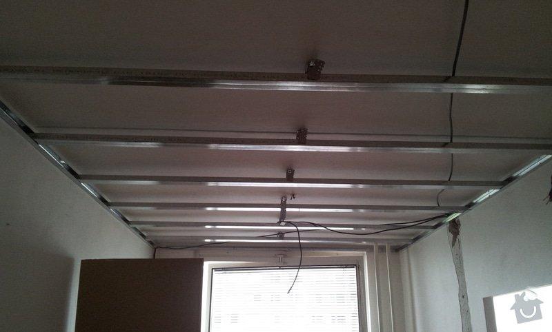 Instalace sdk podhledů z důvodu zakrytí nových rozvodů elektroinstalace: 20121001_142405