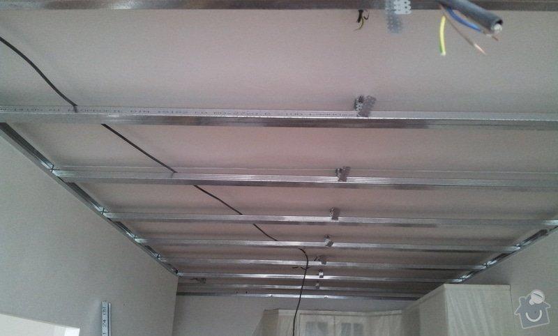 Instalace sdk podhledů z důvodu zakrytí nových rozvodů elektroinstalace: 20121001_142415
