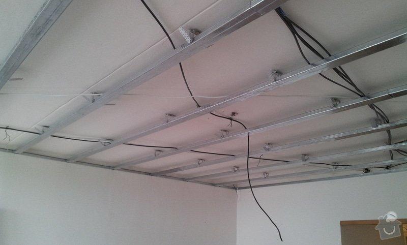 Instalace sdk podhledů z důvodu zakrytí nových rozvodů elektroinstalace: 20121001_142421