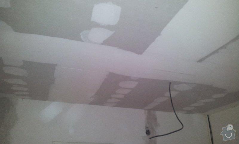 Instalace sdk podhledů z důvodu zakrytí nových rozvodů elektroinstalace: 20121004_101925