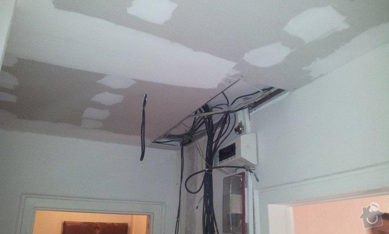 Instalace sdk podhledů z důvodu zakrytí nových rozvodů elektroinstalace: 20121004_101933