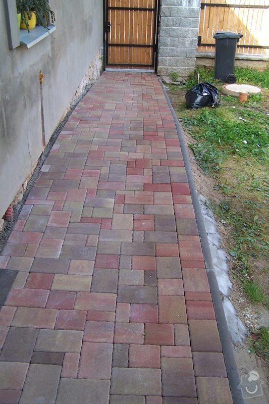 Dodání + pokládka chodníku + terasy: chodnik