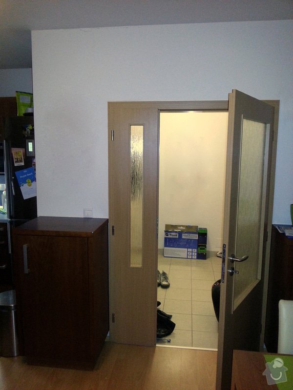 Posuvné dveře do pouzdra s instalací místo stávajících: 20121015_220432