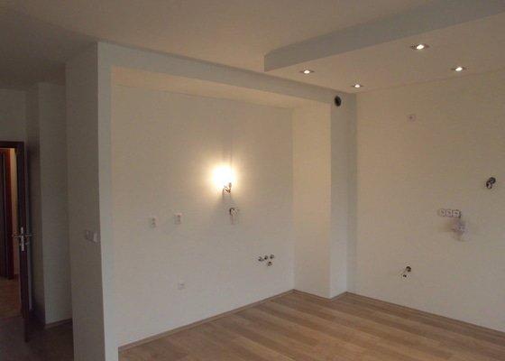 1. Elektroinstalace: kuchyně a obýv. pokoj v novostavbě bytu + 2. Sádrokartony kuchyňský kout