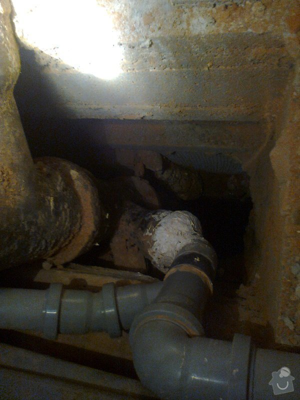 Oprava připojení odpadu z vany na litinovou stupačku: Fotografie0149_1_