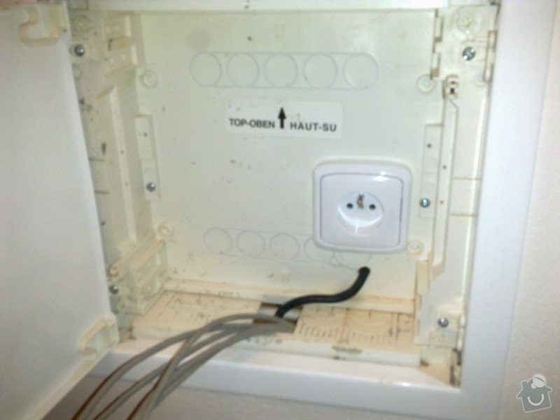 Přeložení a montáž elektrické zásuvky: 20102012732