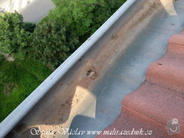 Oprava střechy a děravého žlabu pomocí horolezecké techniky: Fotografie067