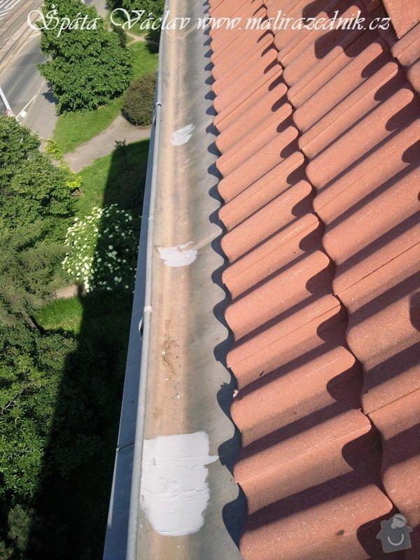 Oprava střechy a děravého žlabu pomocí horolezecké techniky: Fotografie078