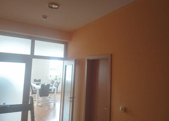 Malířské práce (2 pokoje, kuchyn s obyvakem a chodba)
