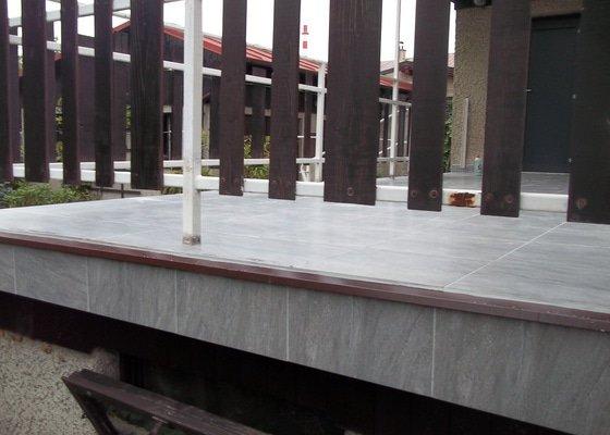 Pokládka nové dlažby na terase