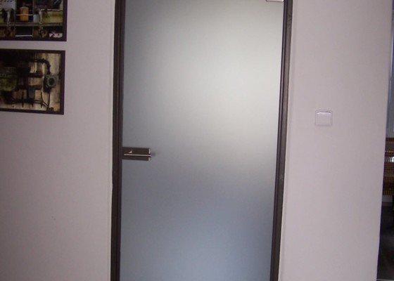 Skleněné dveře - posuvné 1x, kyvné 1x