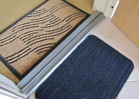 Vyroba dreveneho prahu ke vchodovym dverim do paneloveho bytu