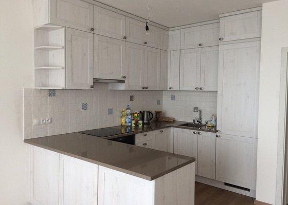 Obkladačské práce (obložení stěny za kuchyňskou linkou)
