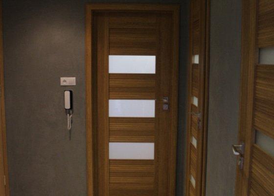 Realizace pohledového betonu a lite podlahy do koupelny a WC