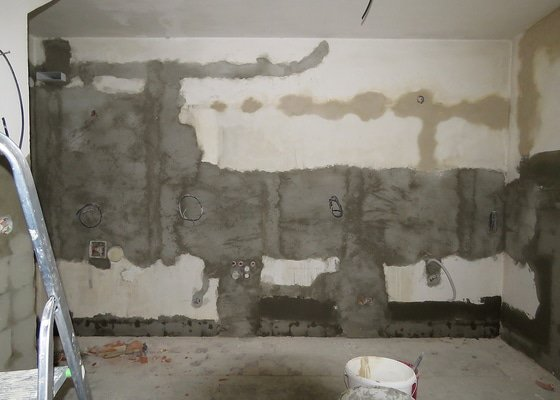 Zednické práce - odstrannění obkladů, nové vnitřní omítky