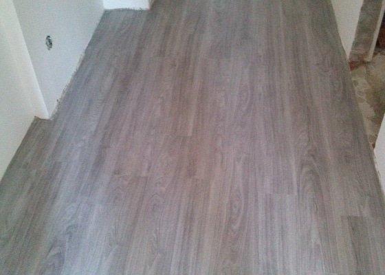 Pokládka vinylové podlahy a vyrovnání podkladu