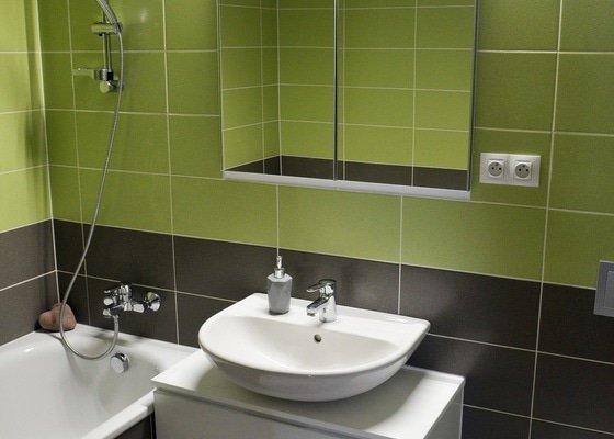 Výroba koupelnového nábytku + výroba lavice s úložným prostorem + renovace stolu