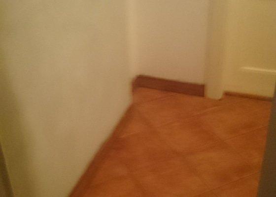 Probourání příčky, zazdění vchodových dveří