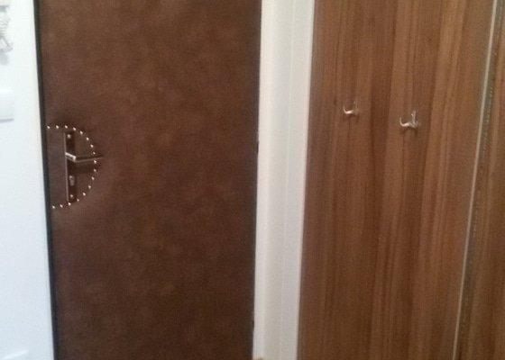 Čalounění vstupních dveří bytu