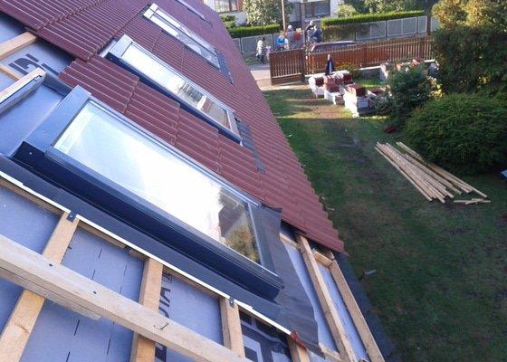 Rekonstrukce taškové střechy za plechovou