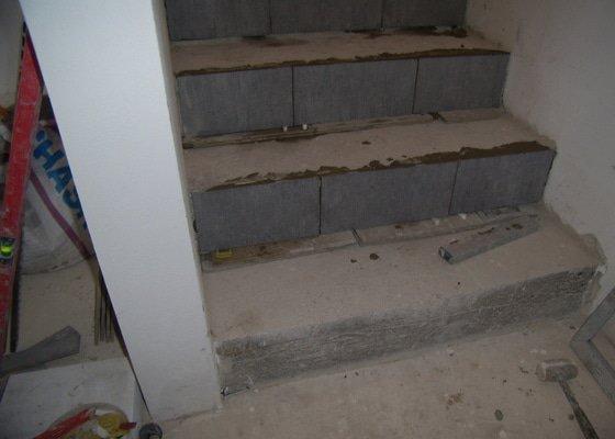 Vydláždění, obklad dvou koupelen a vydláždění točitého schodiště