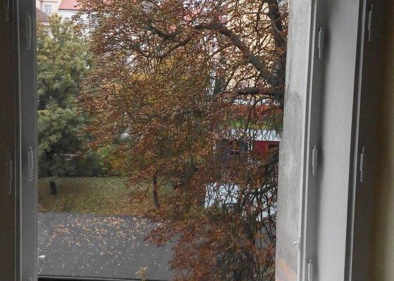 Renovace okna, vymalování pokoje