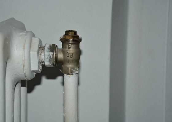 Výměna kohoutu s termohlavicí u radiátoru