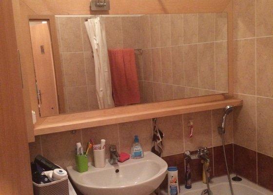 Drobna uprava koupelny - vymena skrinky a zrcadla
