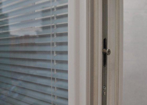Sítě proti hmyzu do dvou oken.